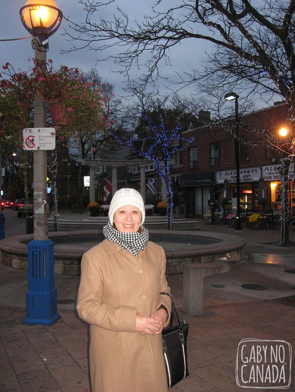 Mãe na Parte Grega de Toronto