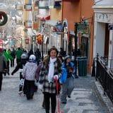 Joe passeando pela vila