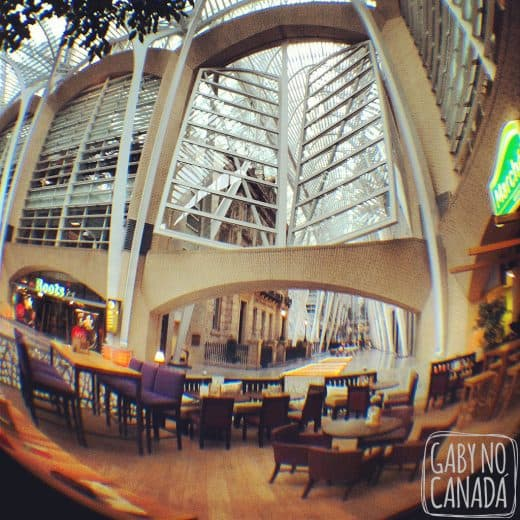 Patio (coberto) com vista para o Brookfield Plaza