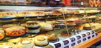 Uma tentação: a section de tortas e doces!