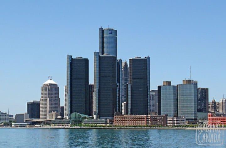 Arranha-céus de Detroit vistos de Windsor impressionam...