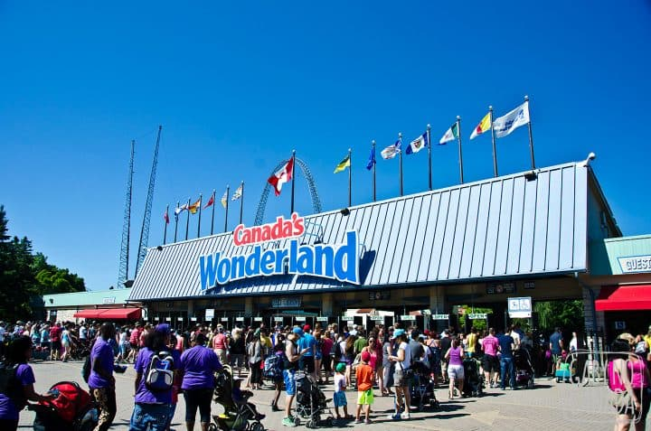 Canada'sWonderland_MainEntrance