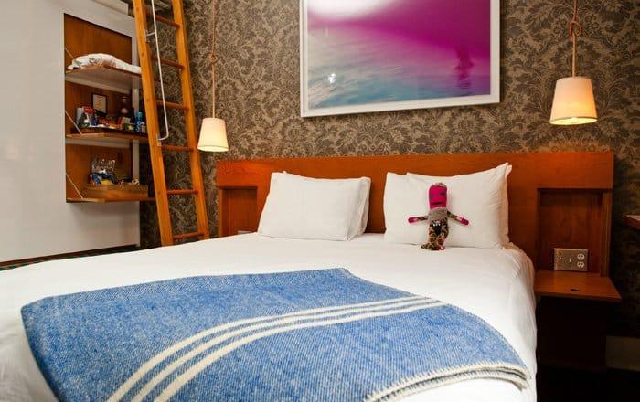 1204_salon_205_bedroom.jpg.700x440_q85_crop