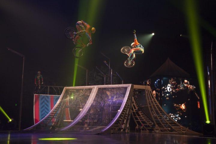 Foto do espetáculo VOLTA que acontece em setembro em Toronto (utilizada com autorização do Cirque du Soleil). Créditos: Patrice Lamoureux